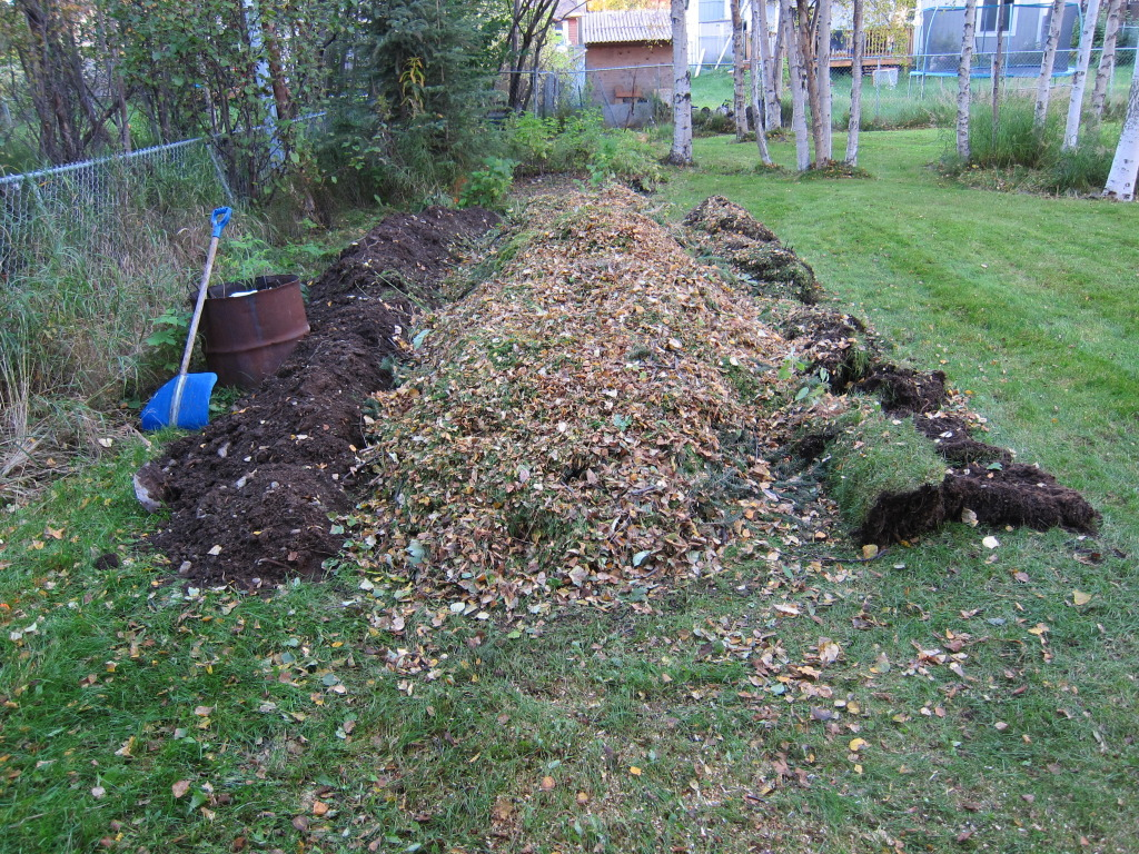 adding leaves and grass clippings to hugelkultur