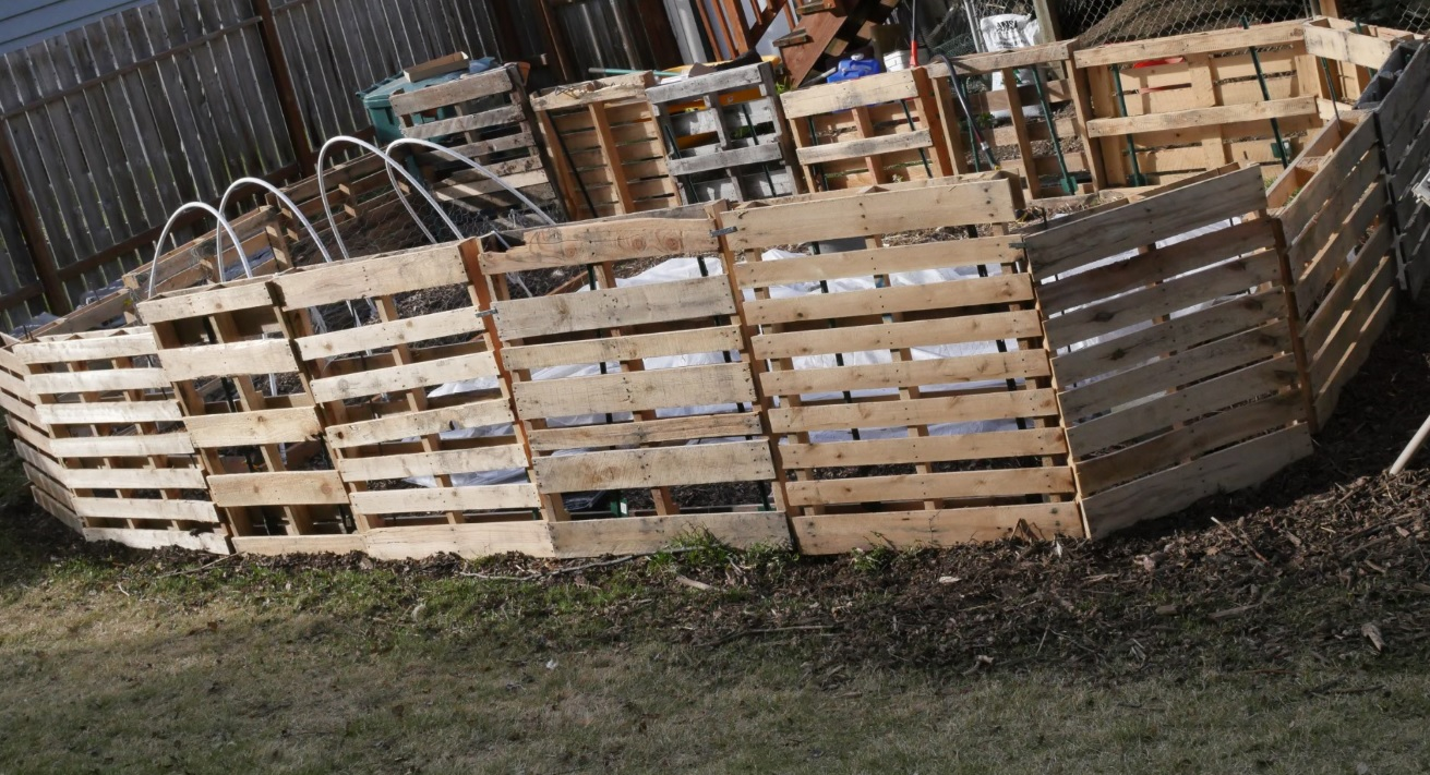 recycled pallet garden fence