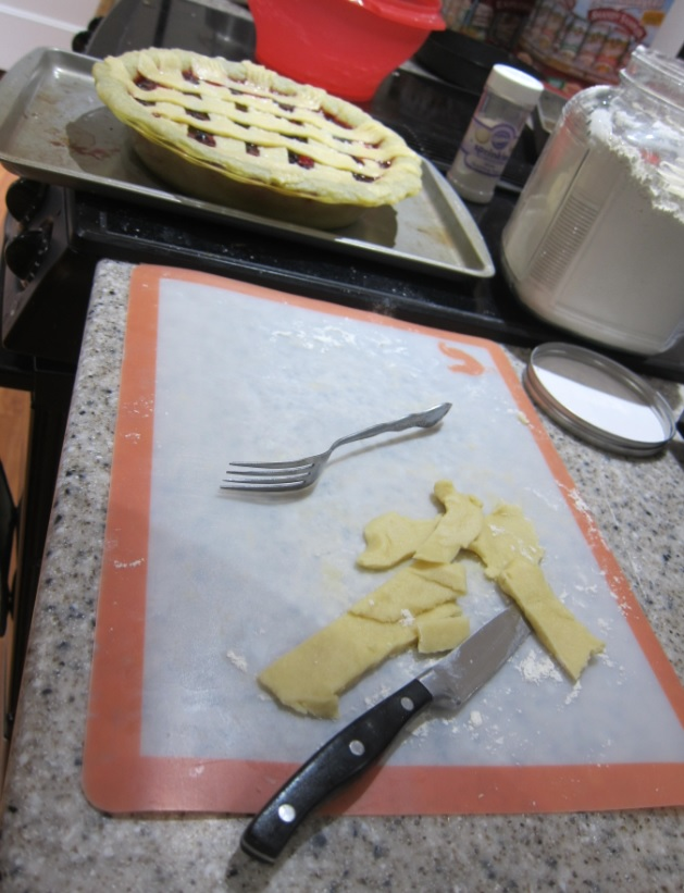 cutting lattice pie crust